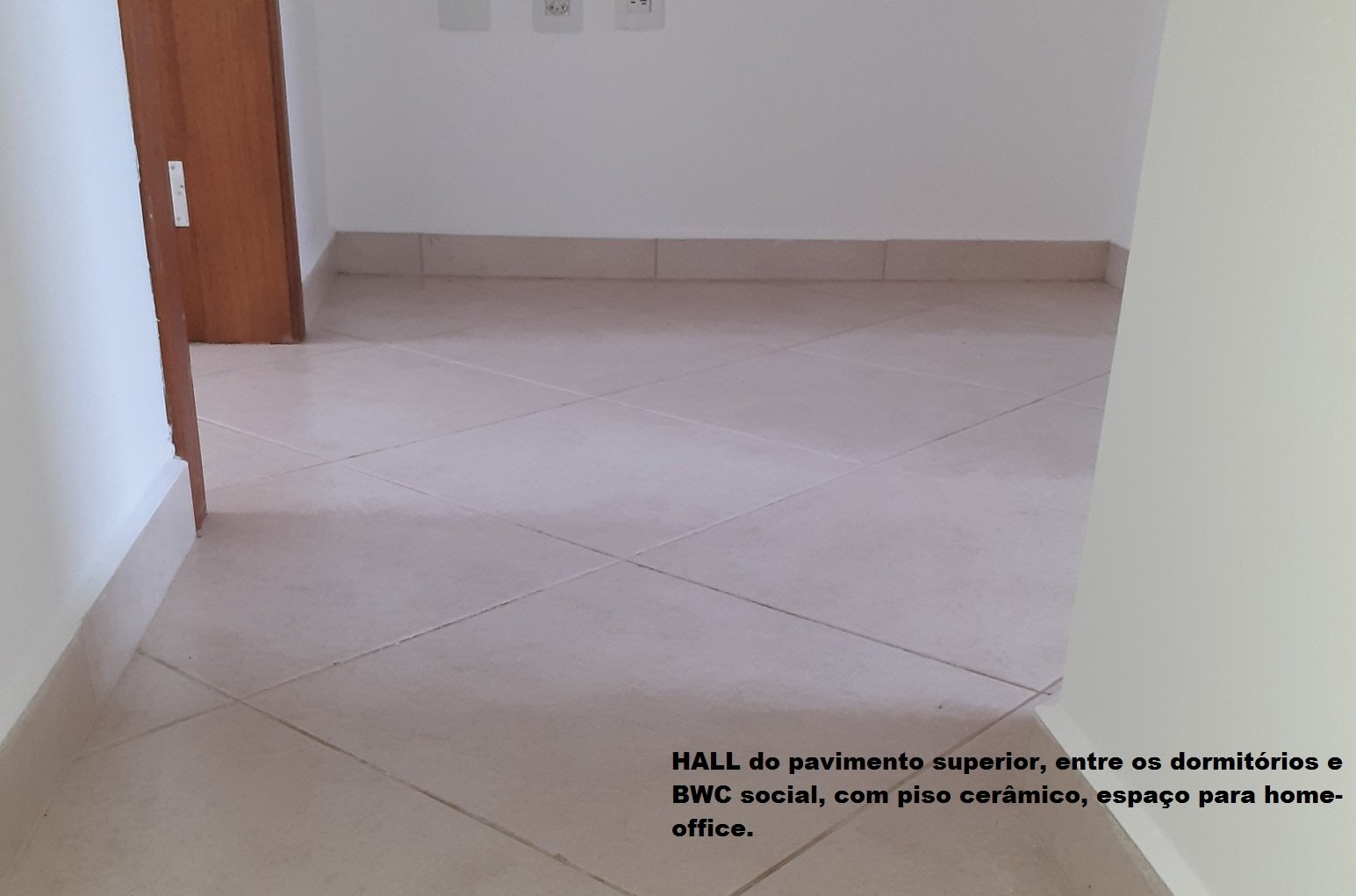 https://0201.nccdn.net/1_2/000/000/0cb/474/015-Hall-piso-superior.jpg