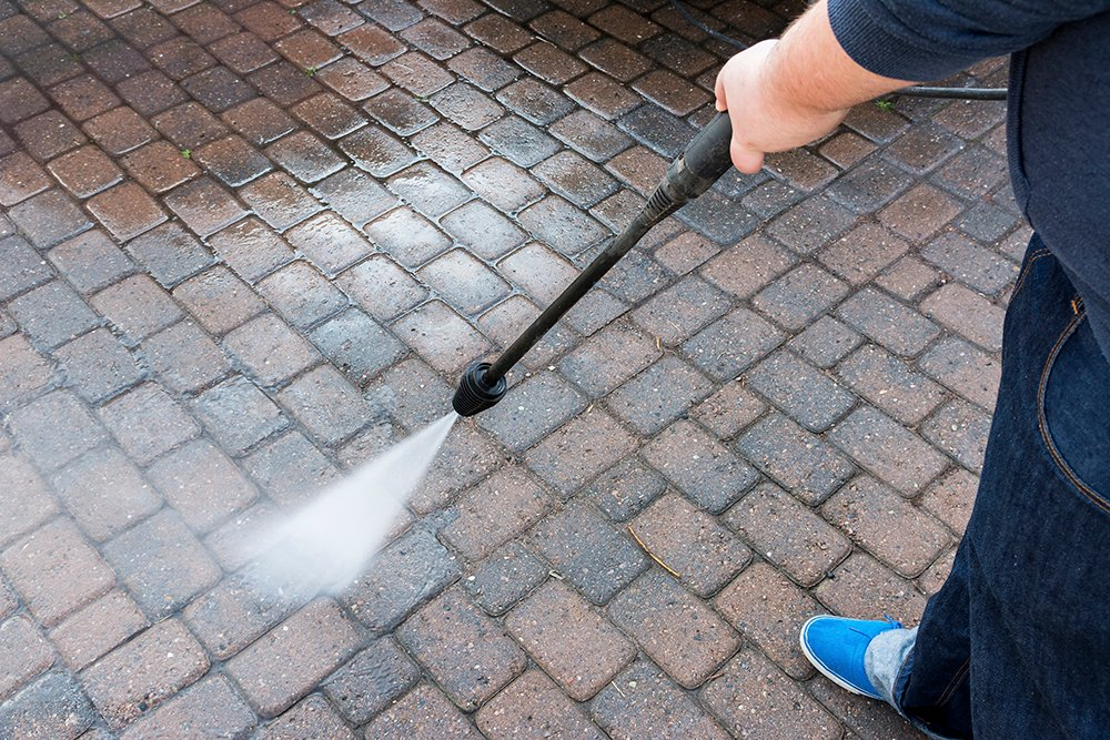 Pressure washer courtyard with paving stone