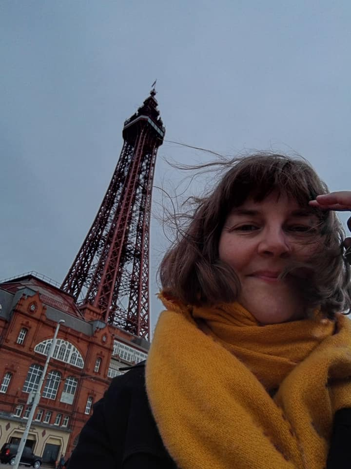 https://0201.nccdn.net/1_2/000/000/0cd/644/Susan-and-tower-windy.jpg
