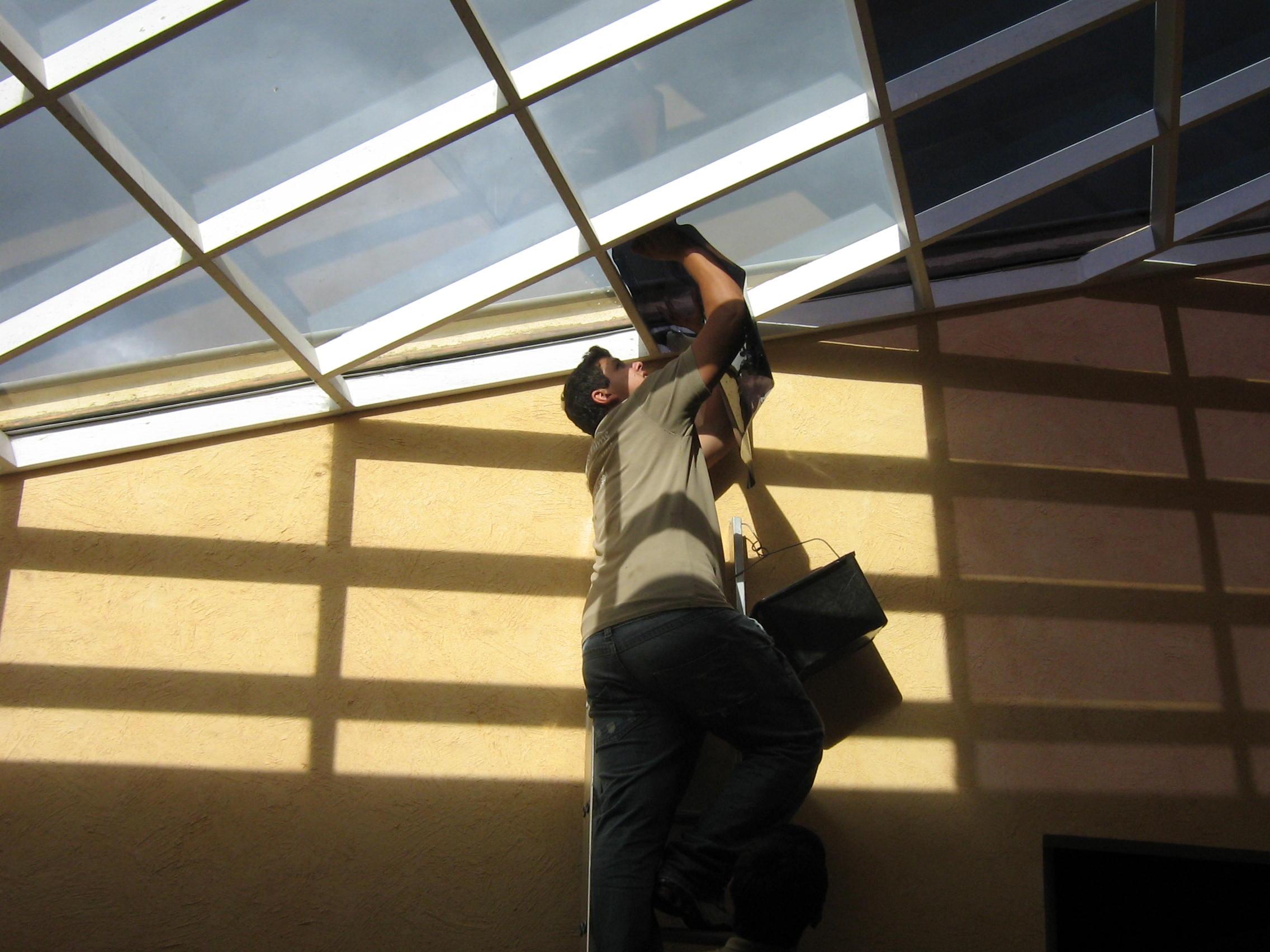 Comparação de teto de vidro com e sem a película