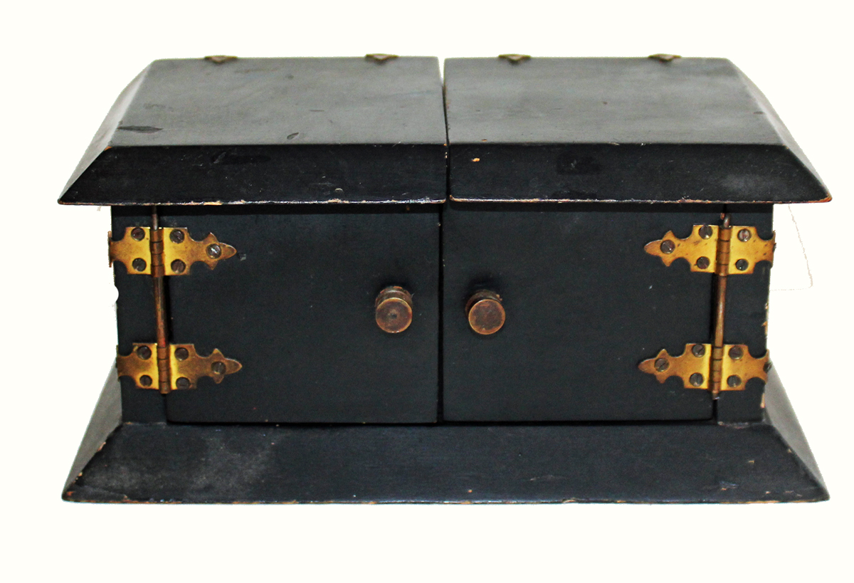 https://0201.nccdn.net/1_2/000/000/0ce/d29/MAGIC-PROP-BLACK-BOX-WITH-CUBES-CLOSED.jpg