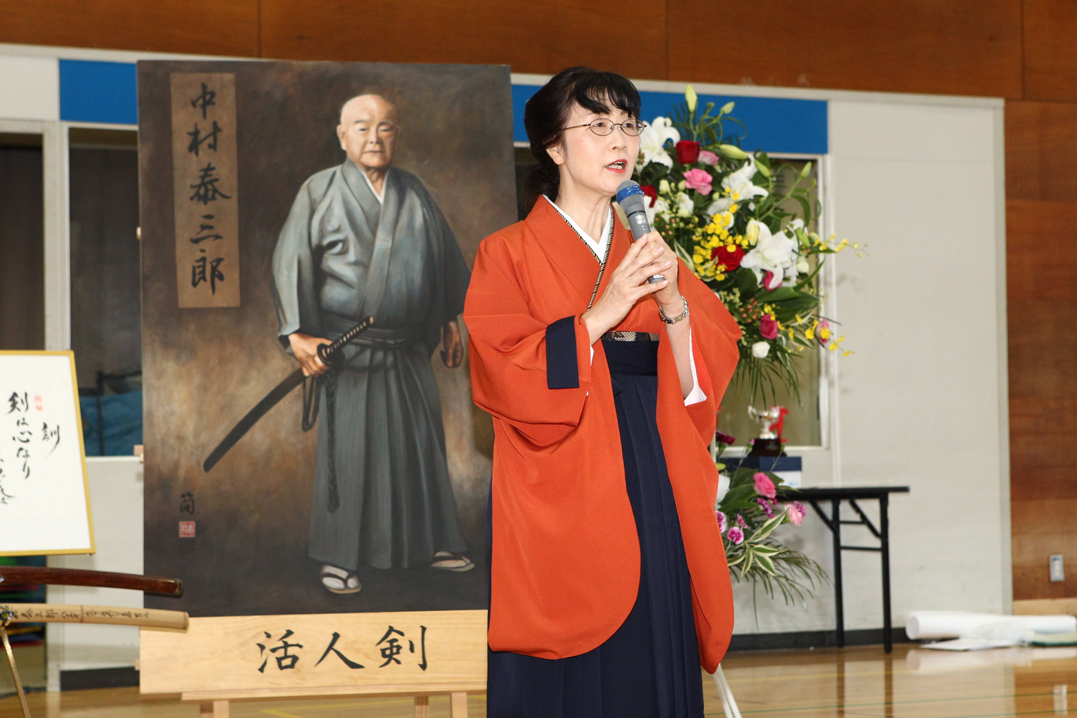 Nakamura Tomoko Kaichou giving opening remarks.