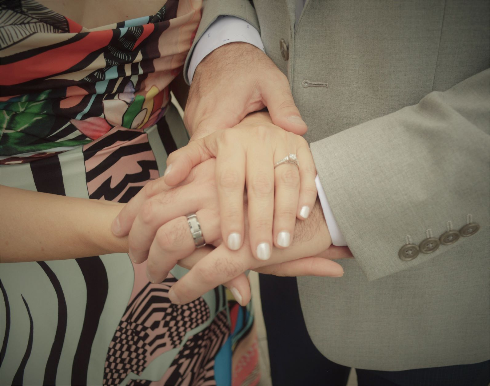 https://0201.nccdn.net/1_2/000/000/0d2/10e/bride-groom-rings.jpg