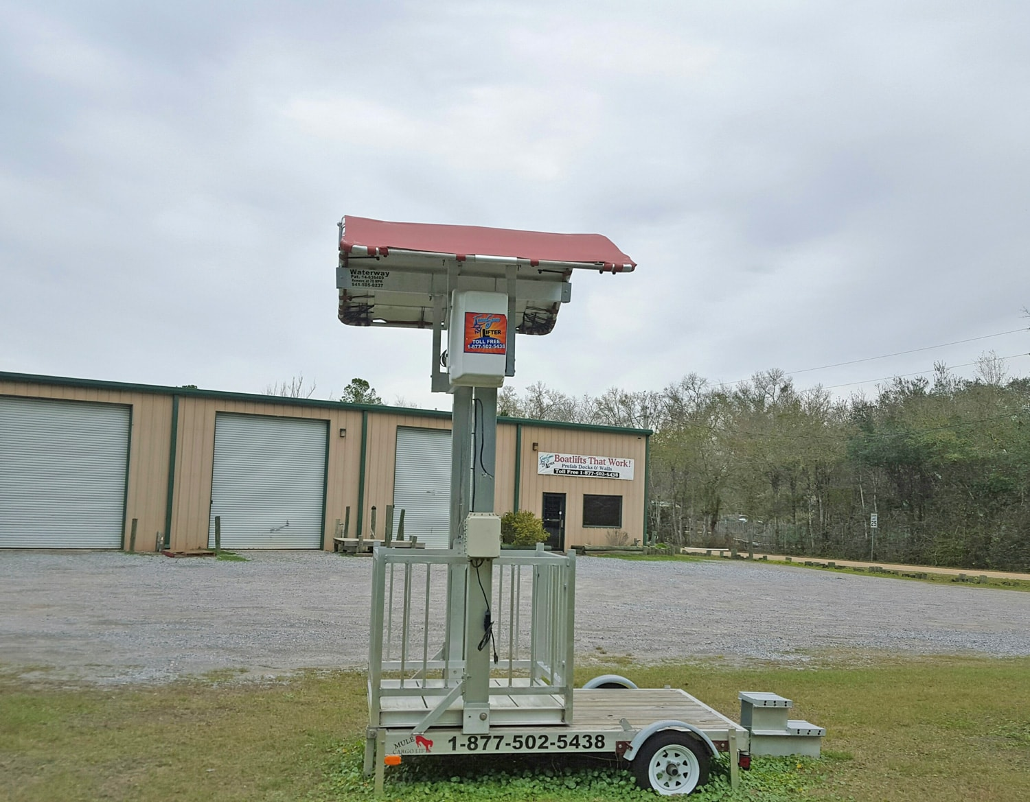 Cargo Lift With Roof