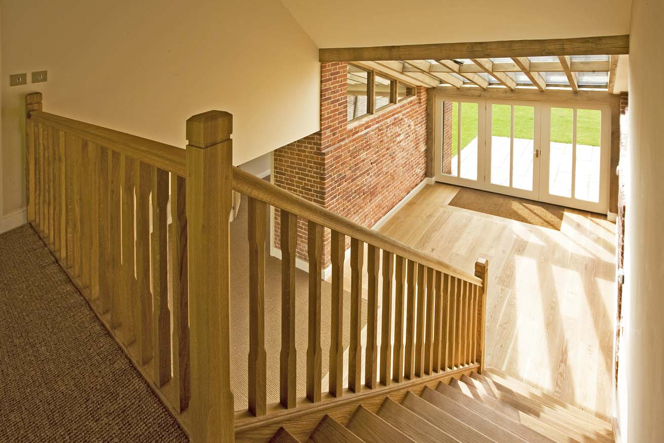 https://0201.nccdn.net/1_2/000/000/0d4/5fa/stairs-to-entrance-hall-1.jpg