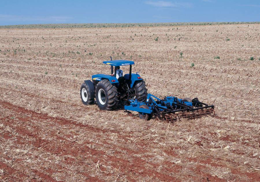 https://0201.nccdn.net/1_2/000/000/0d4/b7a/newholland-agriculture-tratores-serie30-80-900x630.jpg