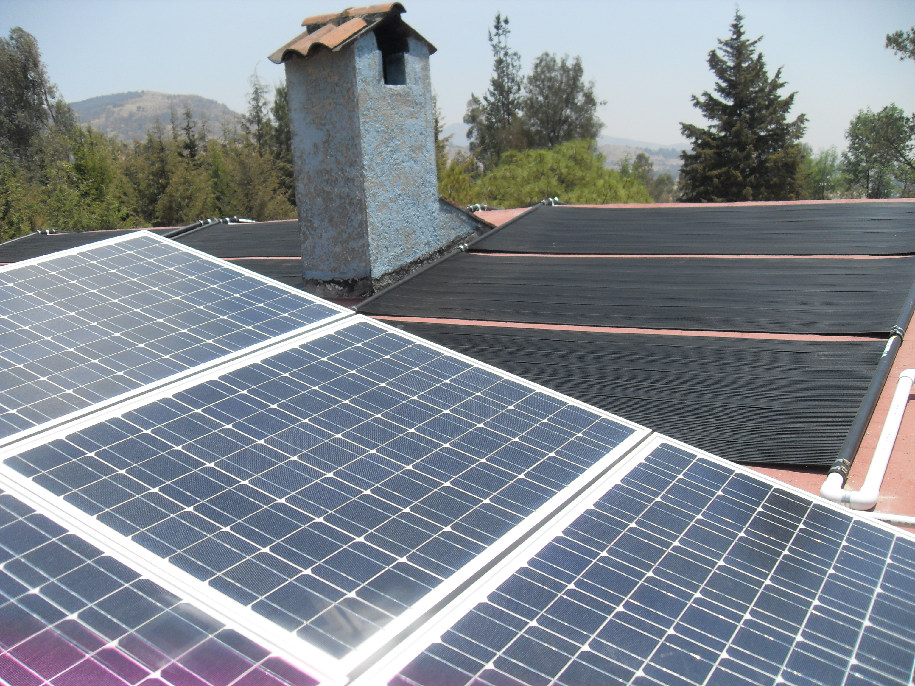 https://0201.nccdn.net/1_2/000/000/0d8/849/Sistema-Combinado--Termico-Fotovoltaico-2.jpg
