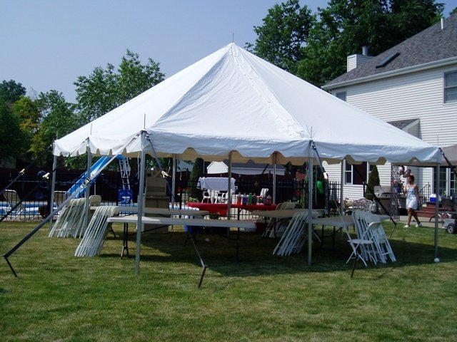 https://0201.nccdn.net/1_2/000/000/0da/38f/tent-chairs-tables-640x480.jpg