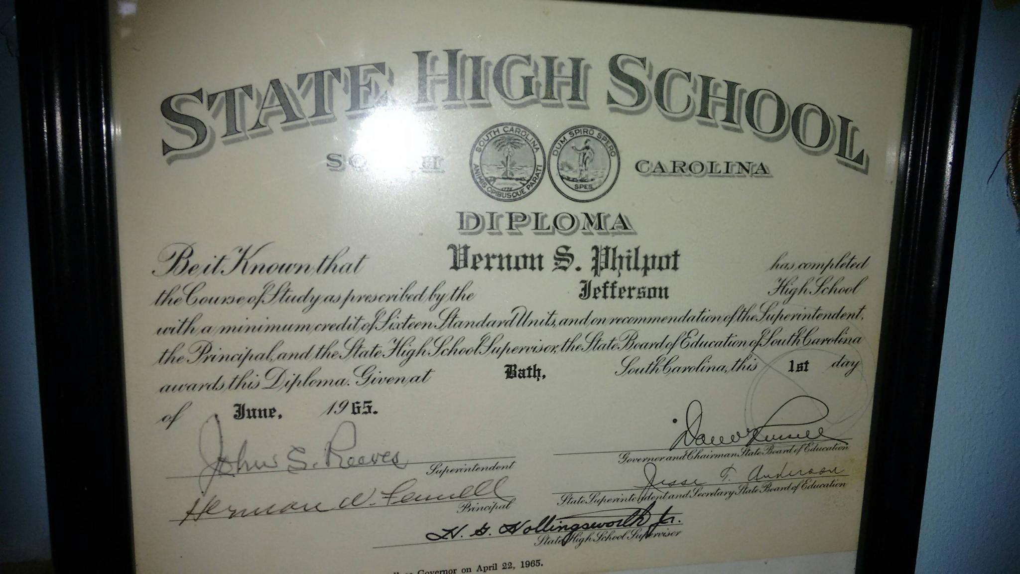 https://0201.nccdn.net/1_2/000/000/0db/9d7/diploma.jpg