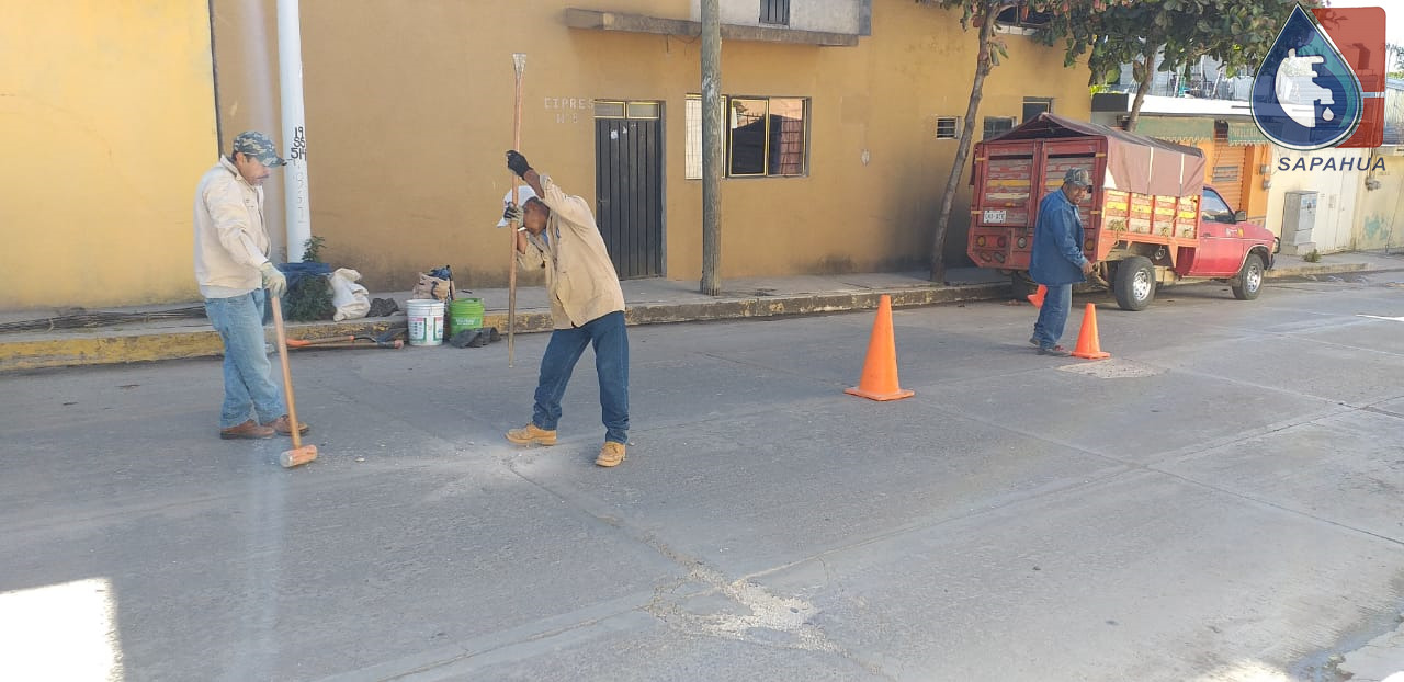 EXCAVACIÓN PARA REPARAR LINEA DE DRENAJE EN CALLE CIPRÉS, COL. AVIACIÓN 1a. SECC