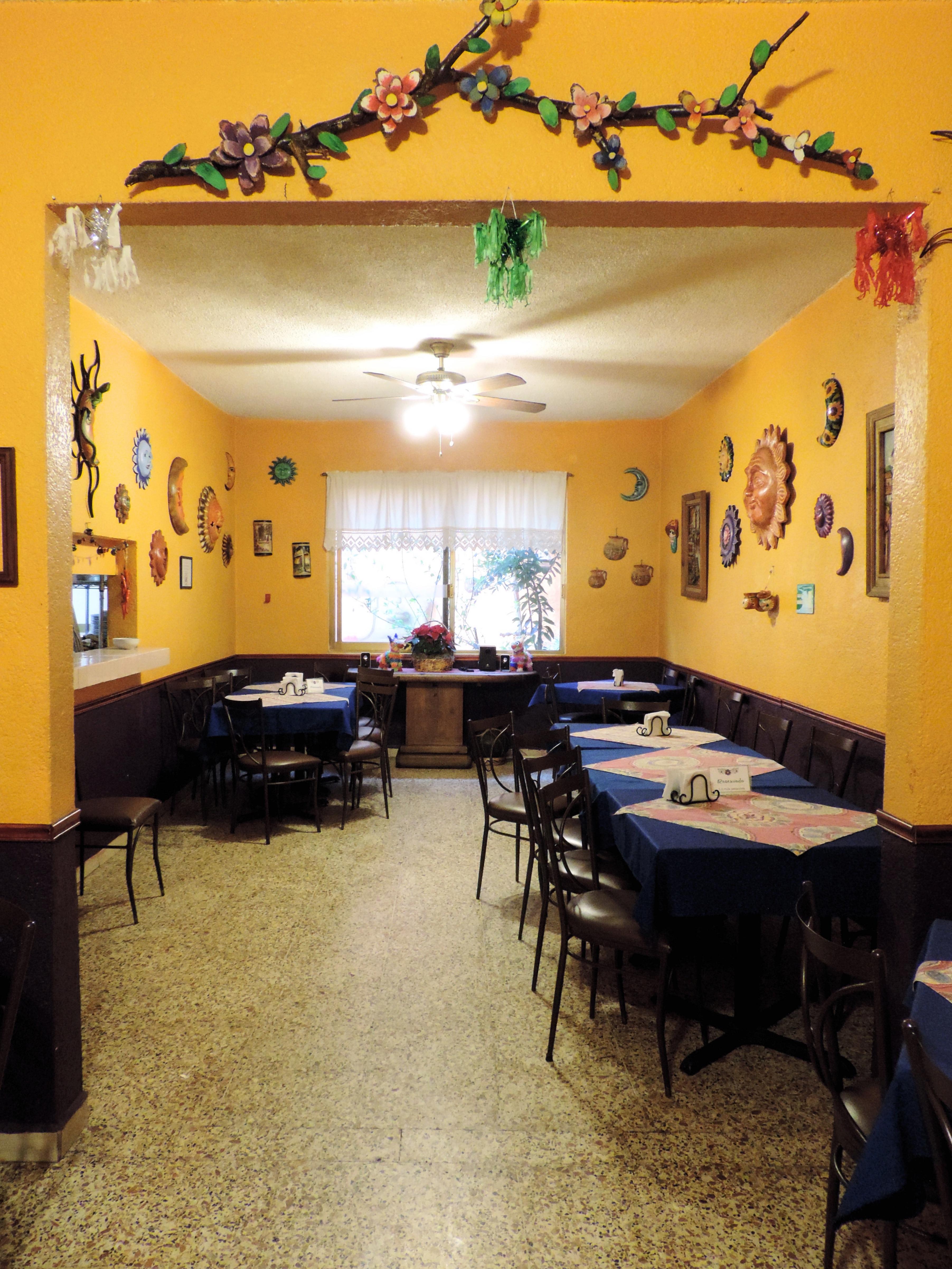 https://0201.nccdn.net/1_2/000/000/0dd/8be/restaurante3.5.jpg