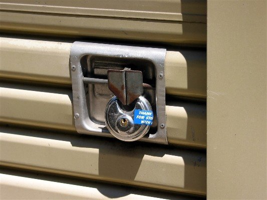 disc lock on roll up door