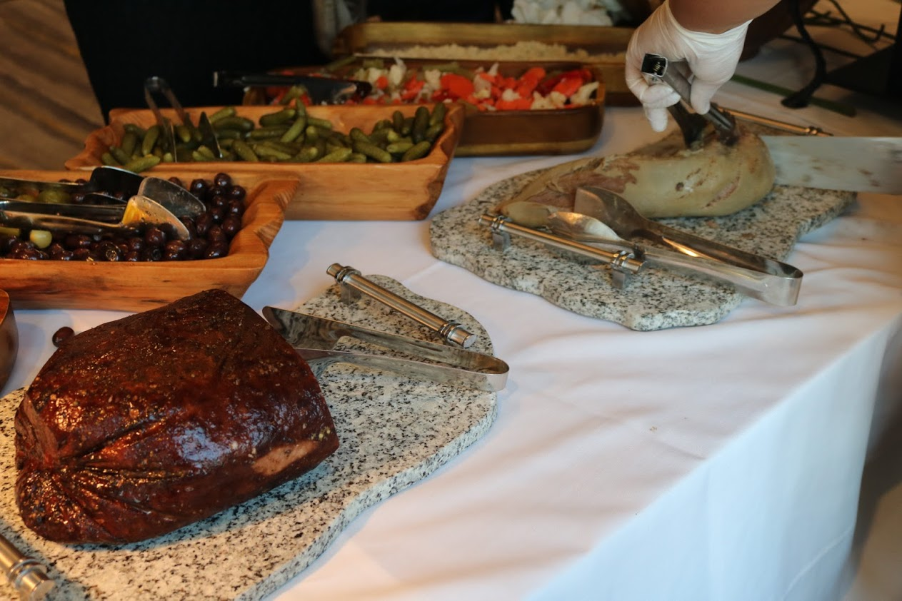 https://0201.nccdn.net/1_2/000/000/0dd/c27/carving-meats.JPG