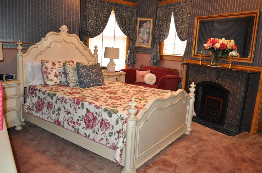 Queen Room Has a queen size bed with a twin bed annex if needed.  Fireplace, large screen TV with local channels and Netflix.  $98 per night with $10 charge for another child and $20 for an extra adult guest.