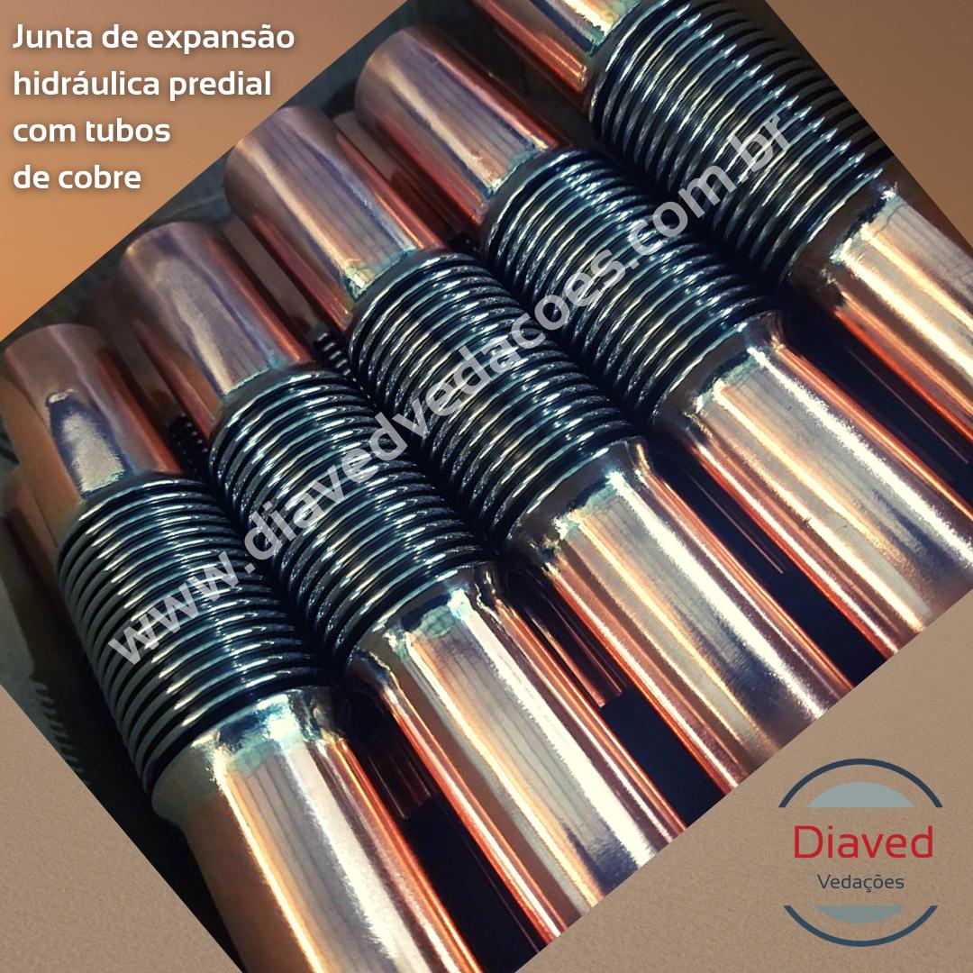 Junta de expansão hidráulica predial com tubos de cobre