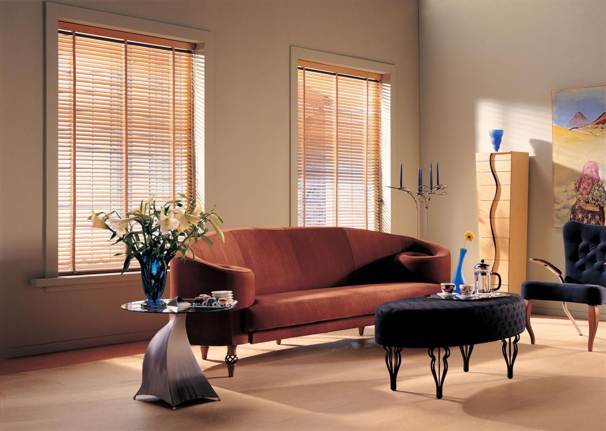 La perfecta combinación de la madera natural con la versatilidad del control de luz se unen para dar  un producto único y moderno, a cualquier ambiente en su decoración.