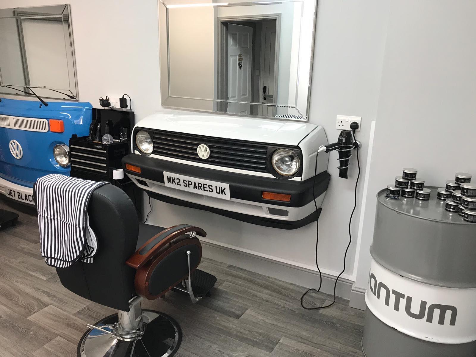 https://0201.nccdn.net/1_2/000/000/0e2/1f0/barbers-2-1600x1200.jpg