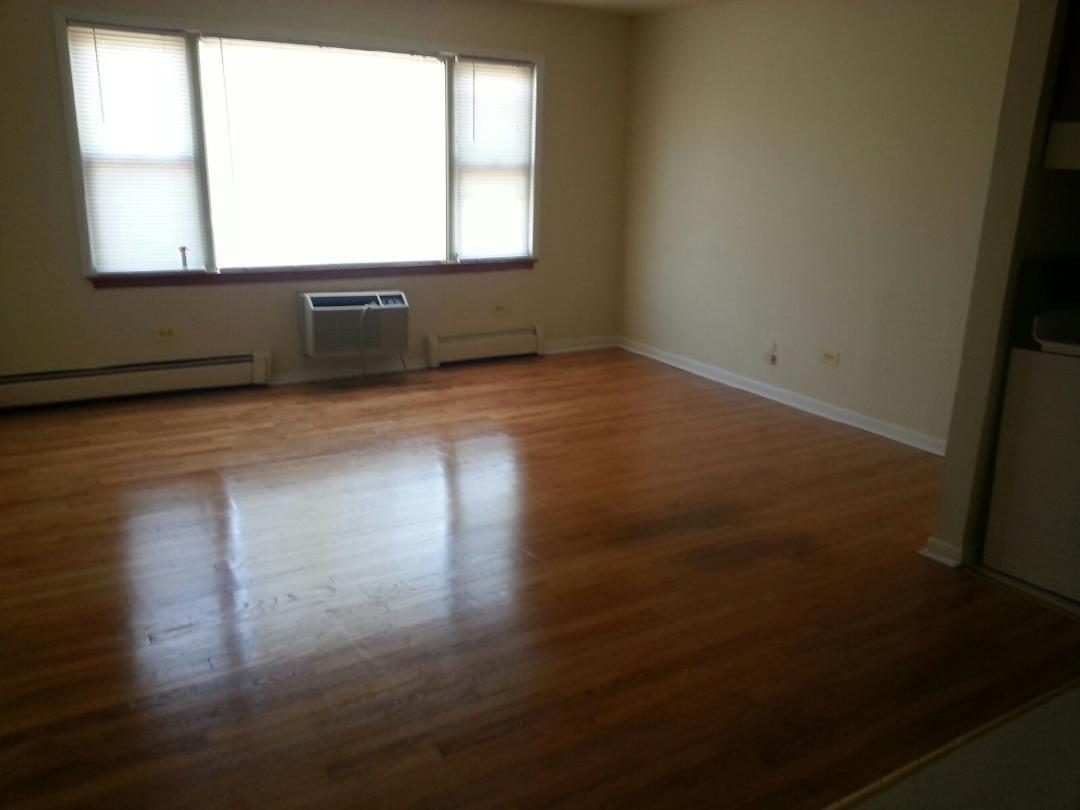 https://0201.nccdn.net/1_2/000/000/0e2/f50/Commercial-livingroom-1080x810.jpg