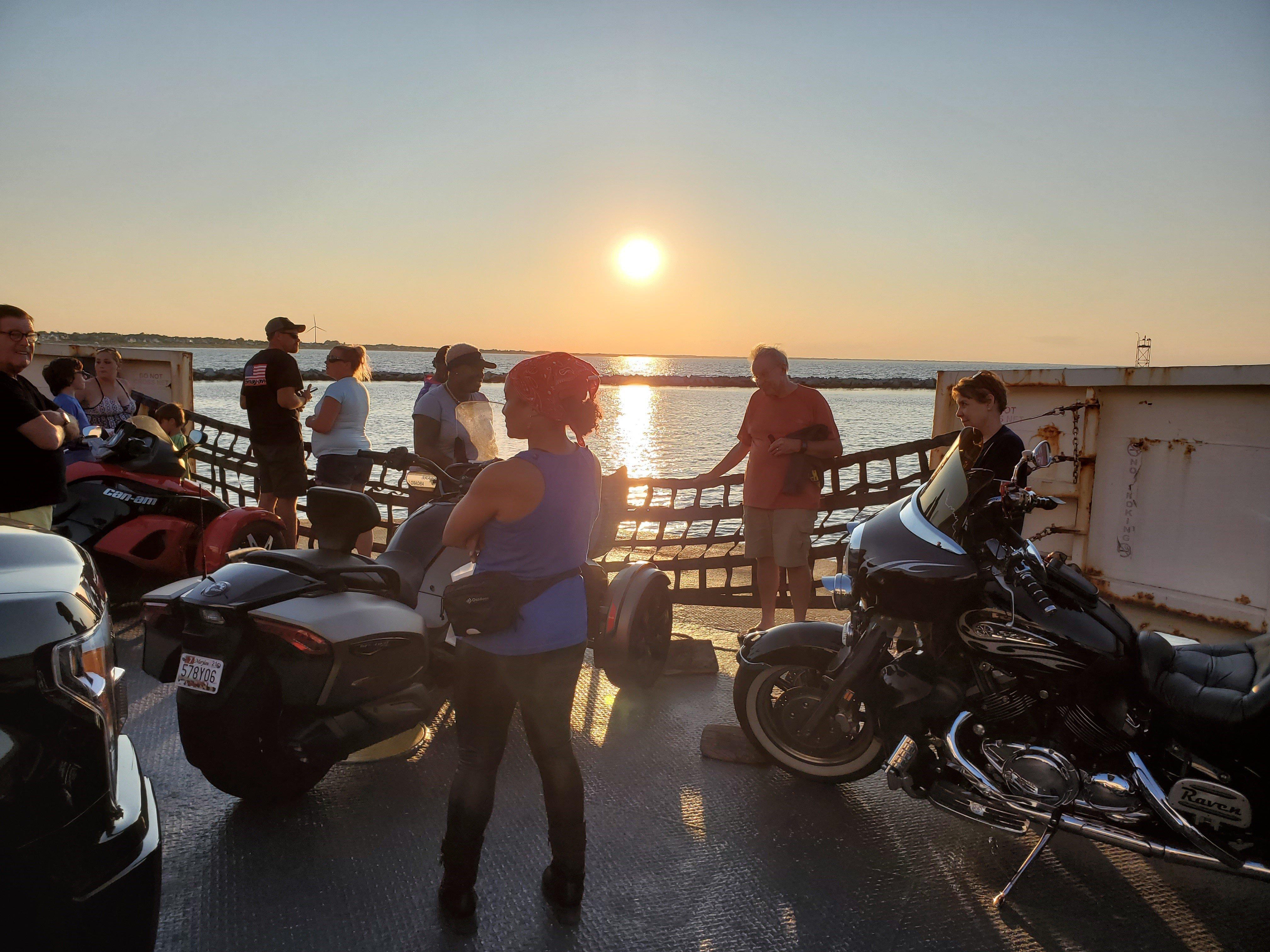 https://0201.nccdn.net/1_2/000/000/0e4/22c/ferry-night.jpg