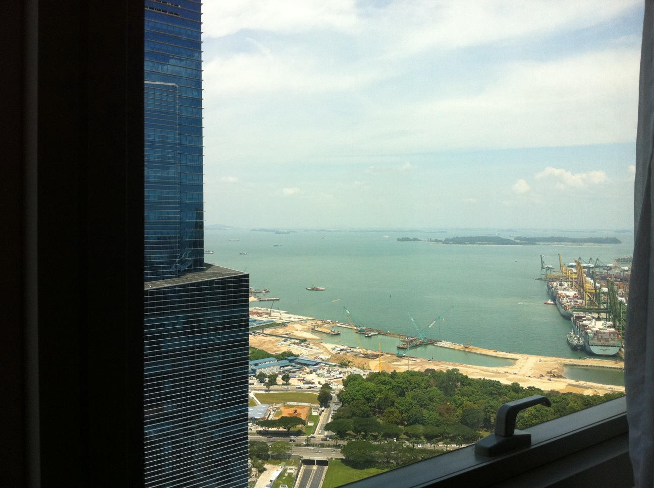 view-to-the-right-ocean-from-stack-21-at-The-Sail-at-Marina-Bay