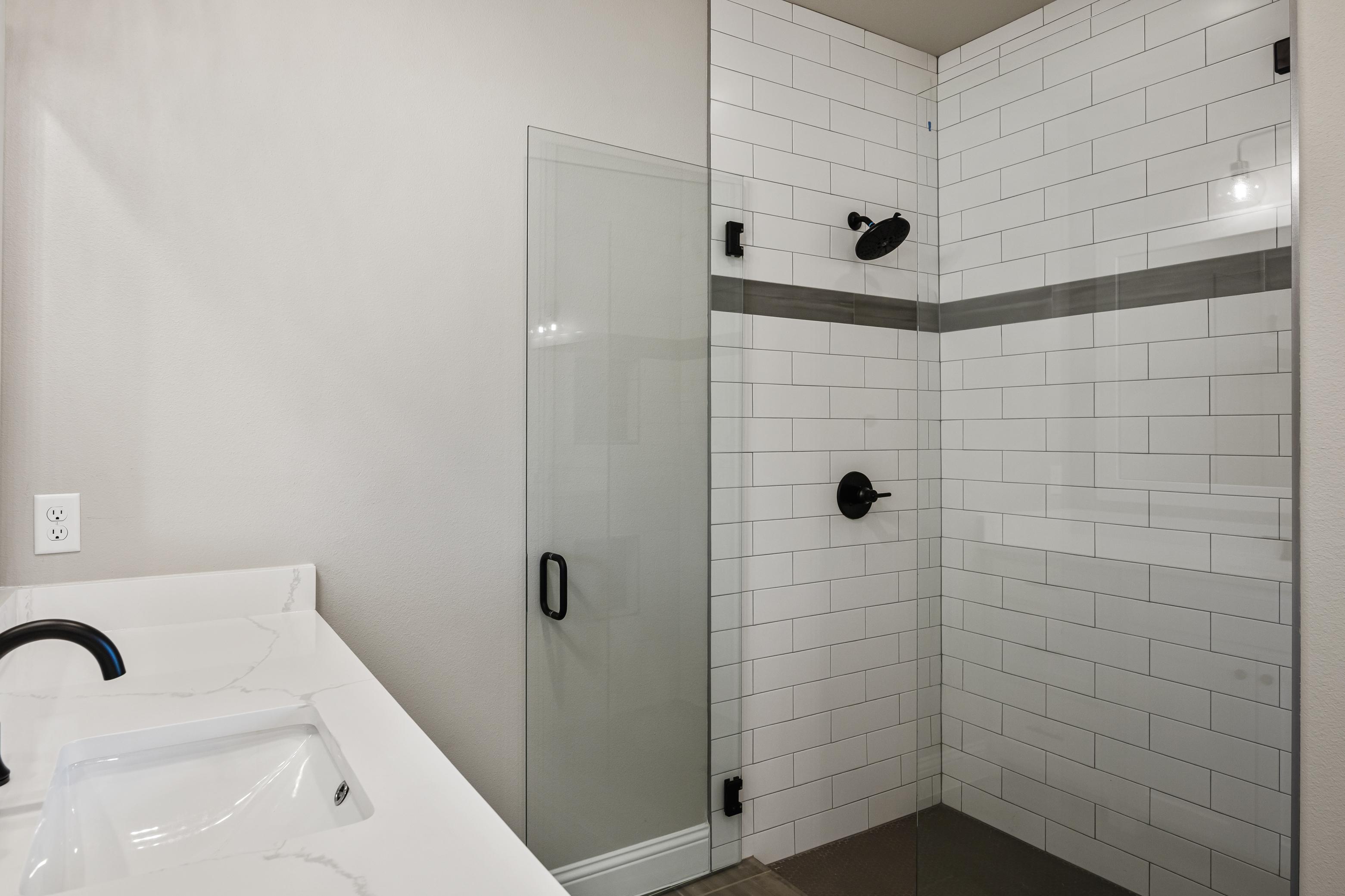 https://0201.nccdn.net/1_2/000/000/0e5/a81/master-shower.jpg