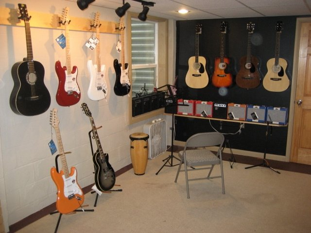 https://0201.nccdn.net/1_2/000/000/0e6/39c/Guitar-showroom--640x480---2--640x480.jpg