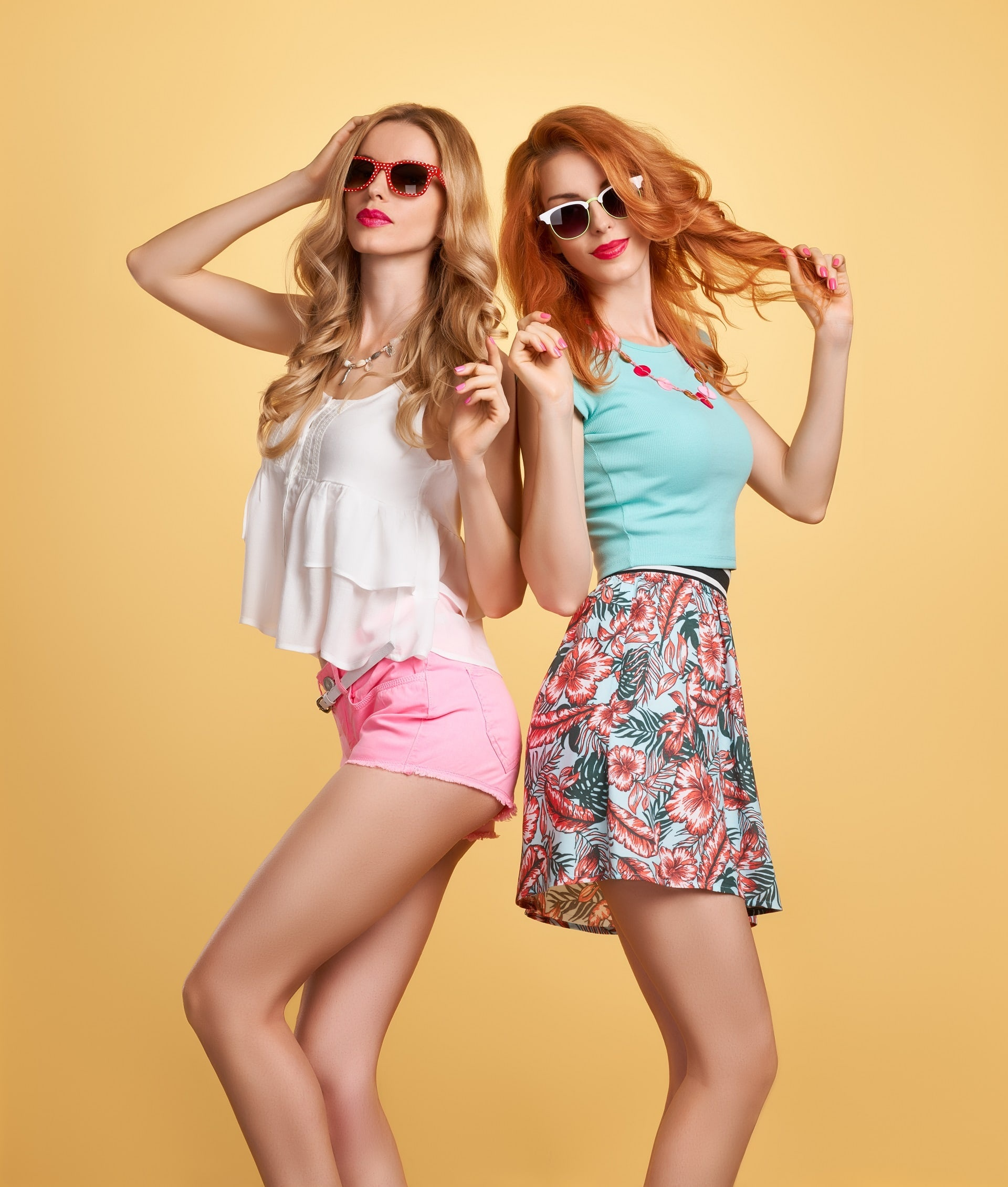 Two models with a summer outfits
