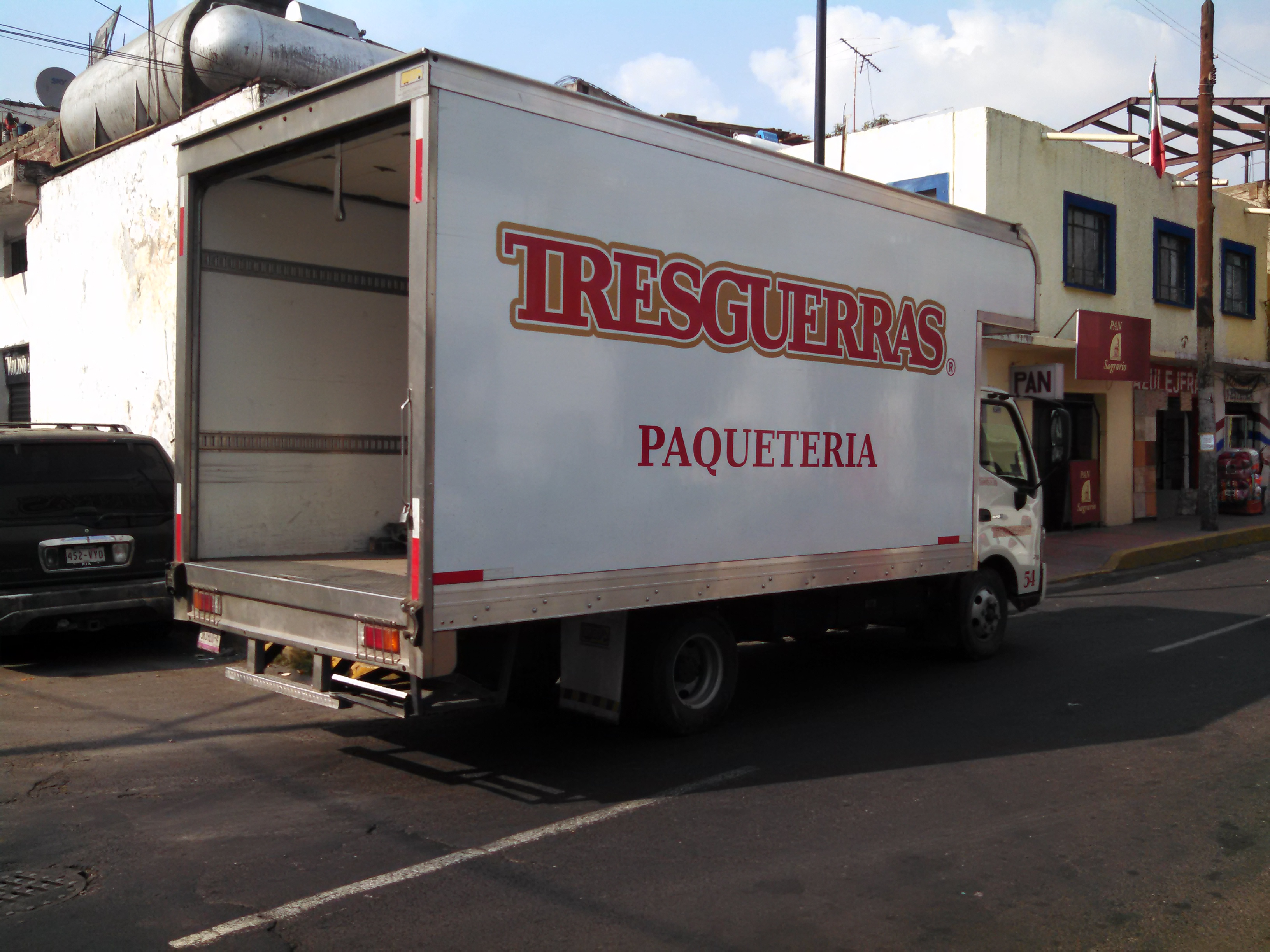 Transportes Tres Guerras, Julian de Obregón o Castores