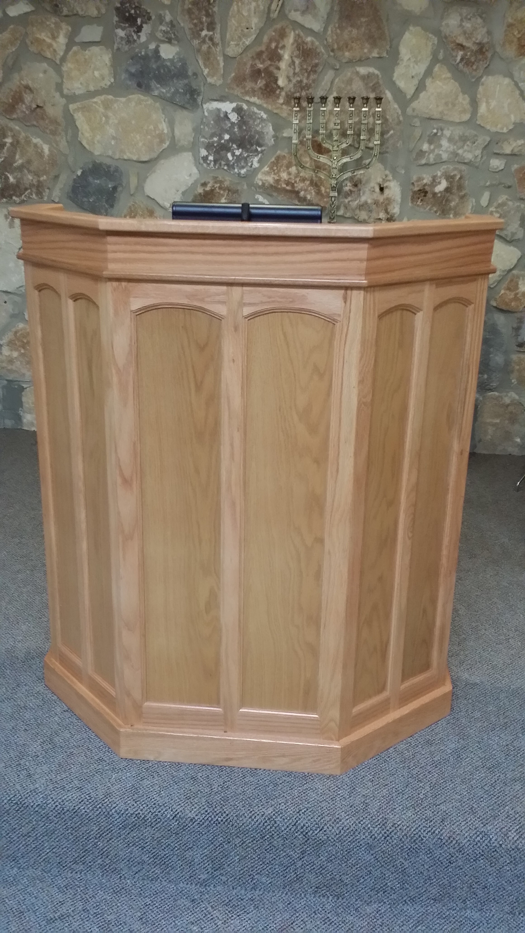 Podium feature 6 arched flat panels