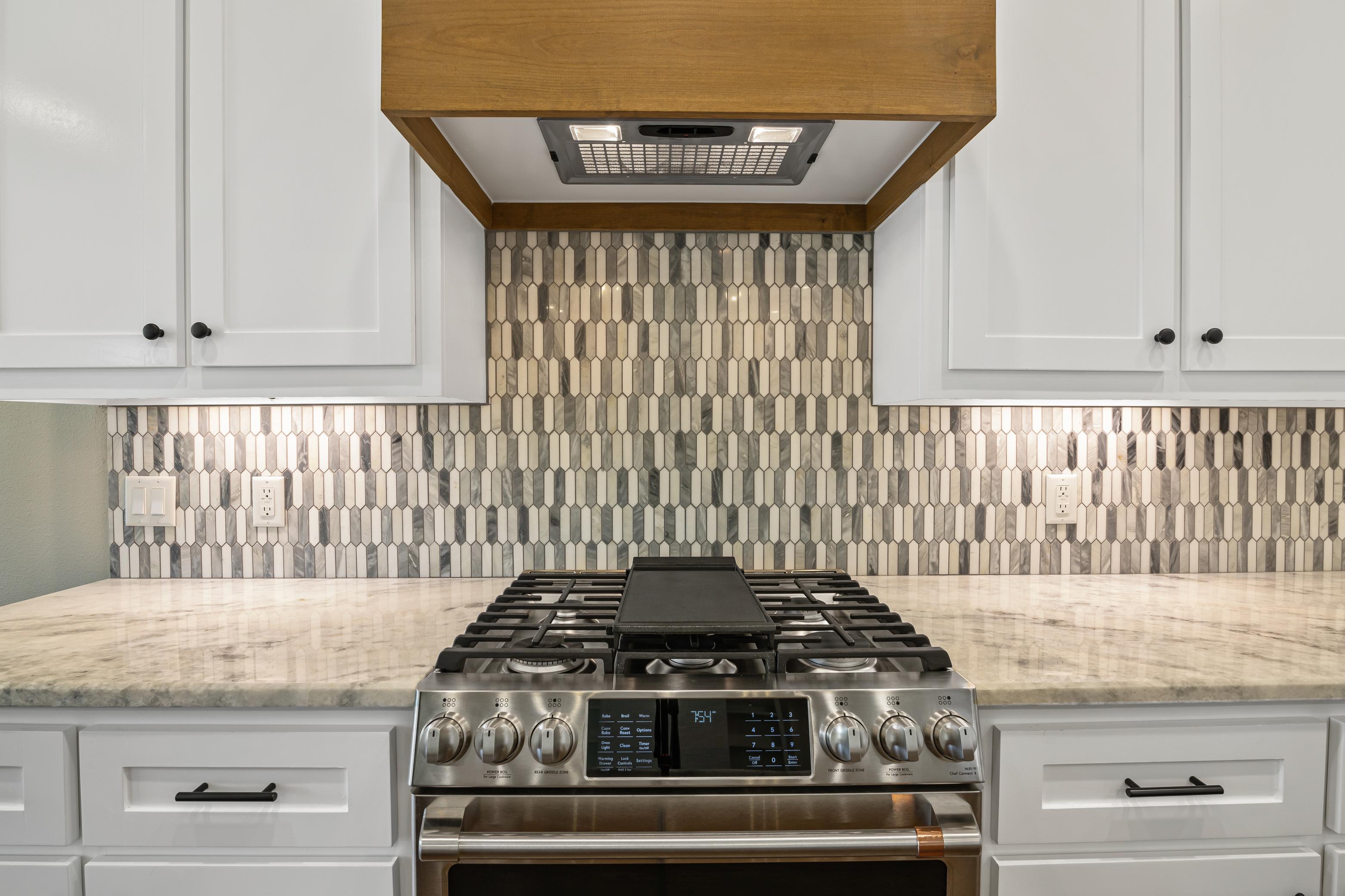 https://0201.nccdn.net/1_2/000/000/0eb/4c4/kitchen-stove.jpg