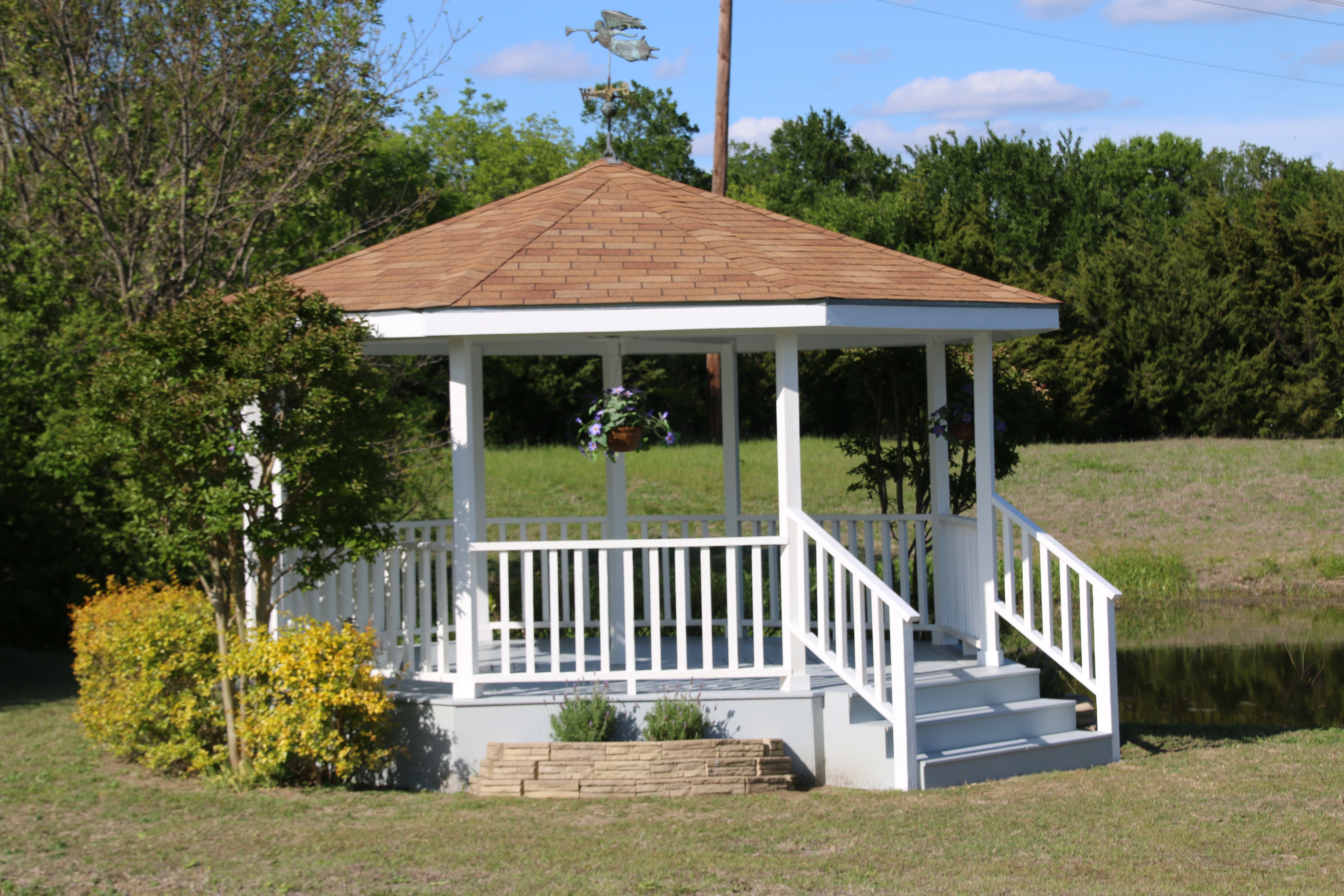 https://0201.nccdn.net/1_2/000/000/0eb/e25/new-row-2-gazebo-4.JPG