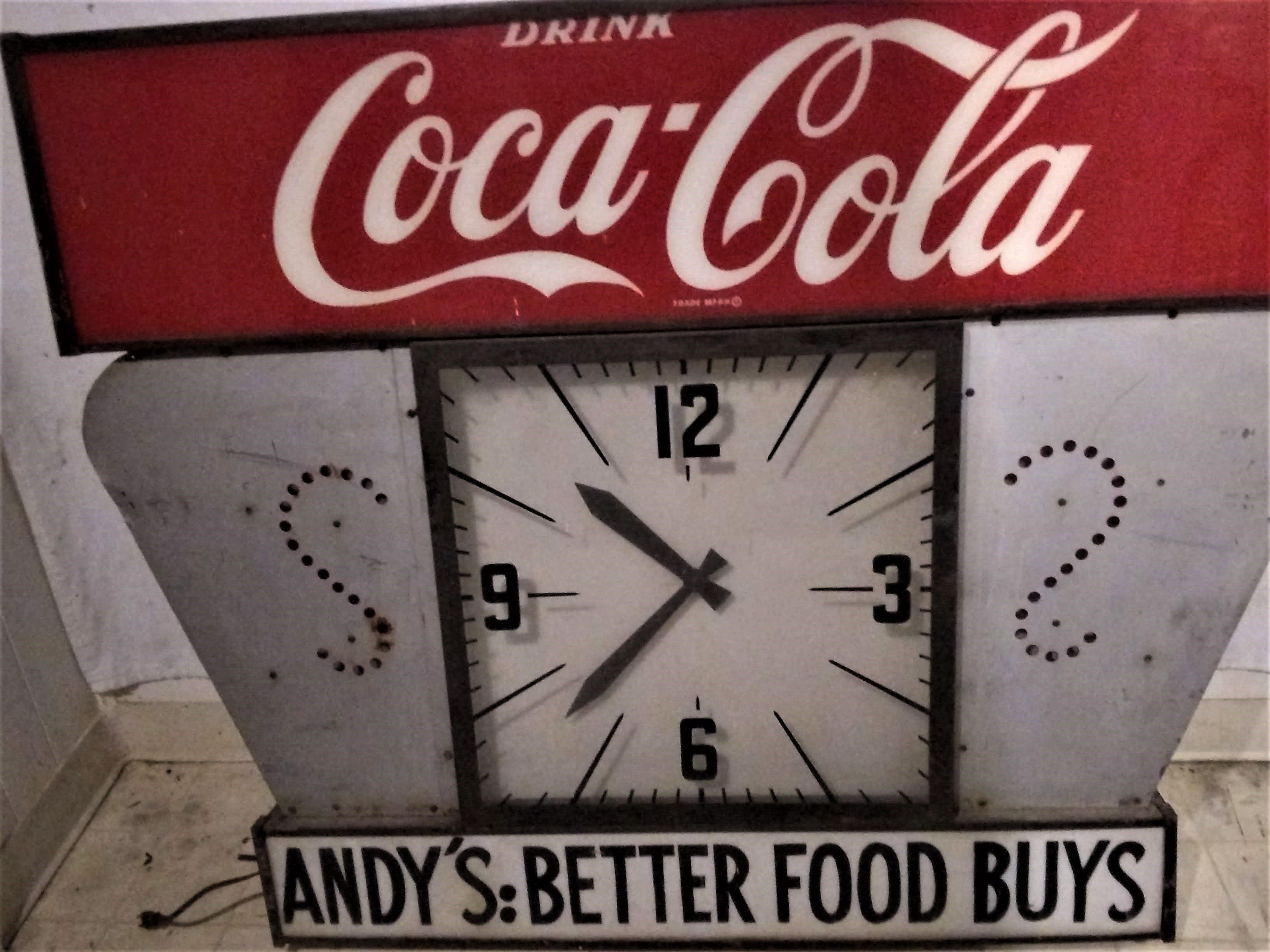 https://0201.nccdn.net/1_2/000/000/0ed/92a/coke-clock-Andy-s-lighted-3264x2448.jpg
