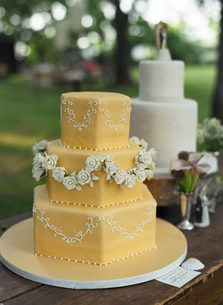 https://0201.nccdn.net/1_2/000/000/0ef/905/seaside-vintage-wedding-cakes-outdoor-events-evantine-melissa-pa.jpg