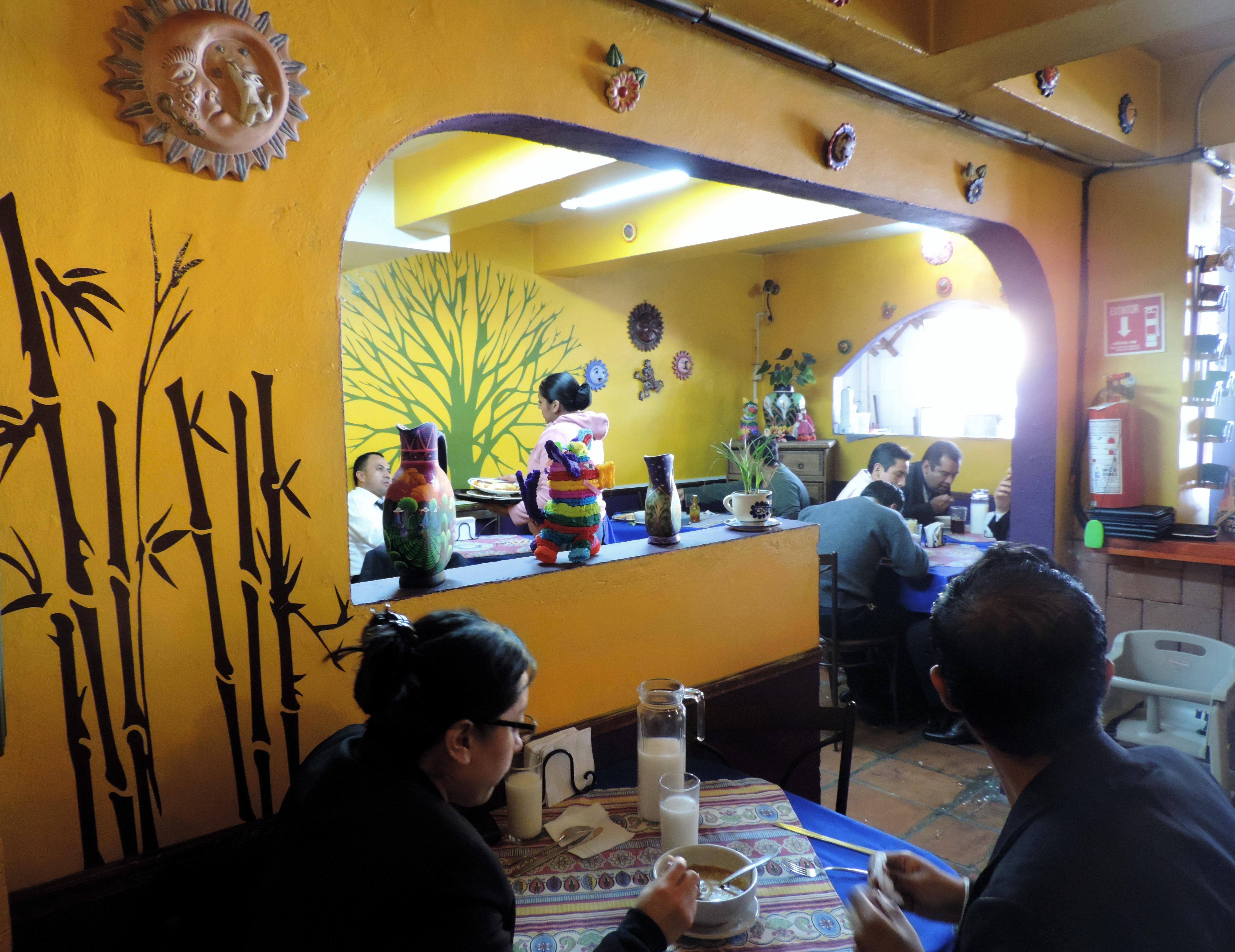https://0201.nccdn.net/1_2/000/000/0f0/e5a/restaurante9-4765x3672.jpg