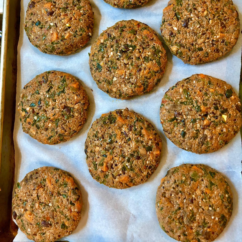https://0201.nccdn.net/1_2/000/000/0f3/3ac/homemade-veggie-burger-patties.jpg