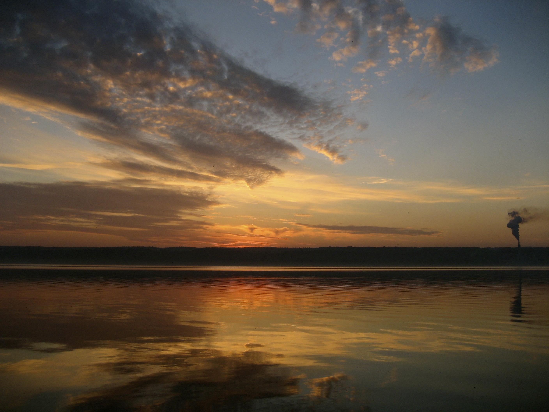 https://0201.nccdn.net/1_2/000/000/0f4/2c6/sunrise-lake-2816x2112.jpg