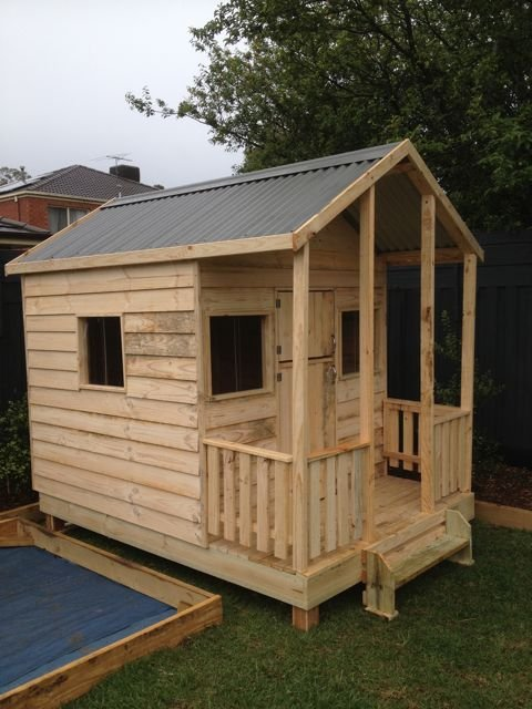 Elevated 300mm and extra window, pickets and stable door