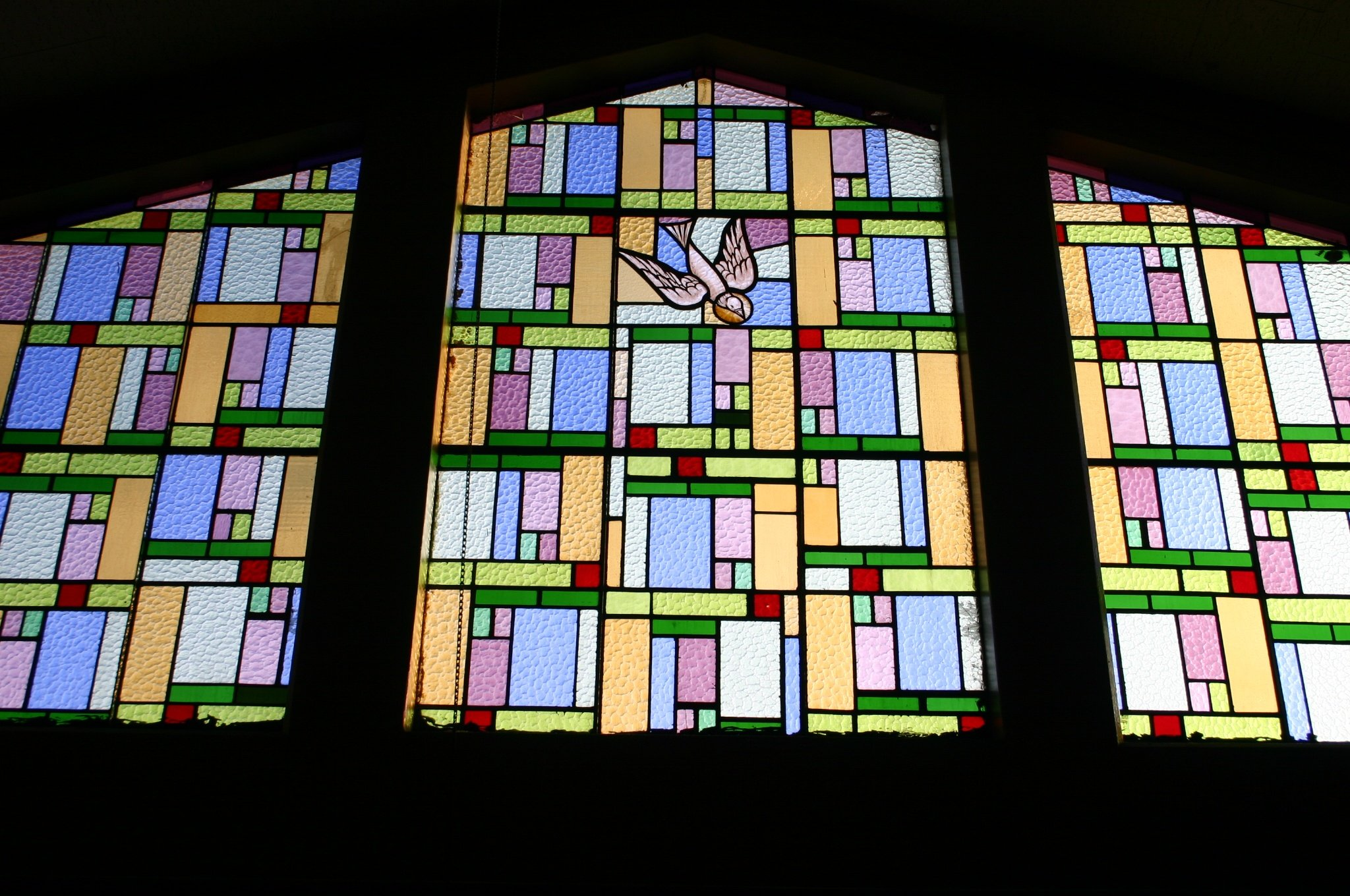 https://0201.nccdn.net/1_2/000/000/0f5/c0f/Stained-glass-window-at-back-of-sanctuary-2048x1360.jpg
