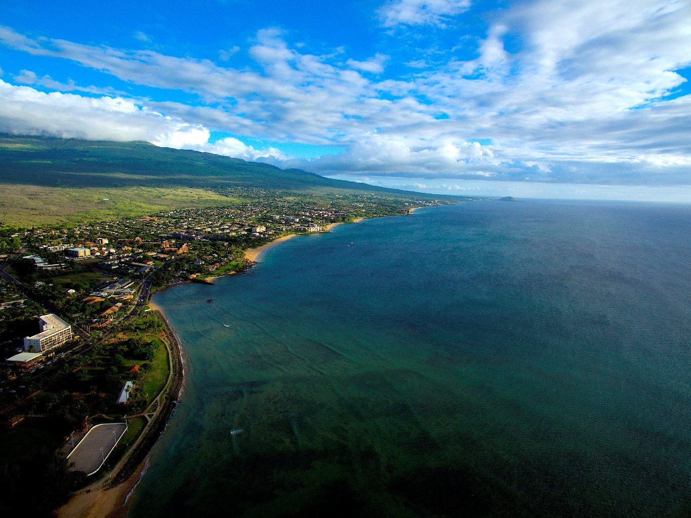 https://0201.nccdn.net/1_2/000/000/0f6/6b6/Kihei--Wailea-and-Makena-in-Maui-1365x1023.jpg