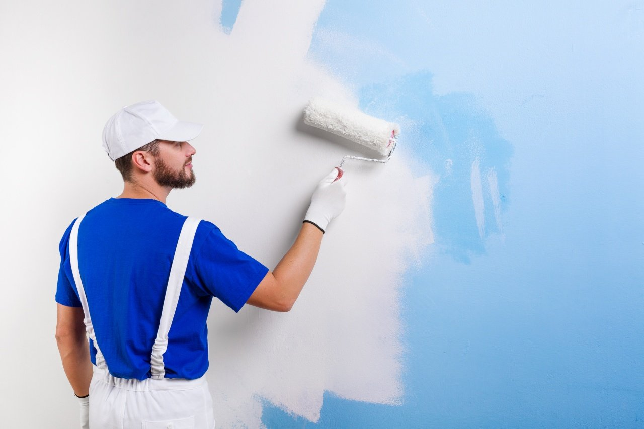 Man painting home in Gilbert AZ