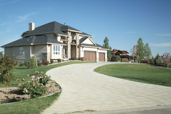 Driveways with beautiful lawn