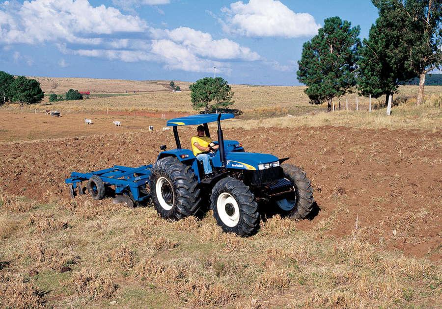 https://0201.nccdn.net/1_2/000/000/0fd/a45/newholland-agriculture-tratores-serie30-50-900x630.jpg