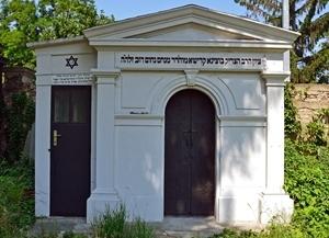 https://0201.nccdn.net/1_2/000/000/101/cbf/05-3f-mausoleum.jpg