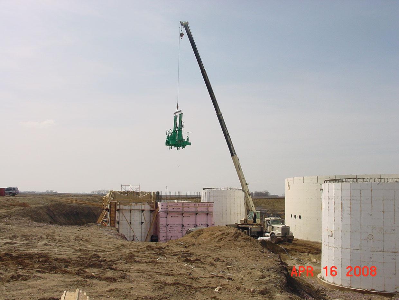 Crane-Setting-Manure-Pump