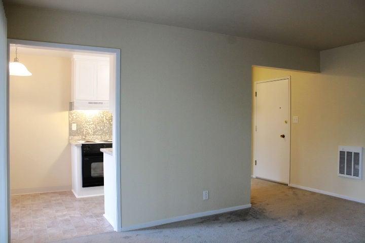 https://0201.nccdn.net/1_2/000/000/103/f68/living-room-pic4.jpg