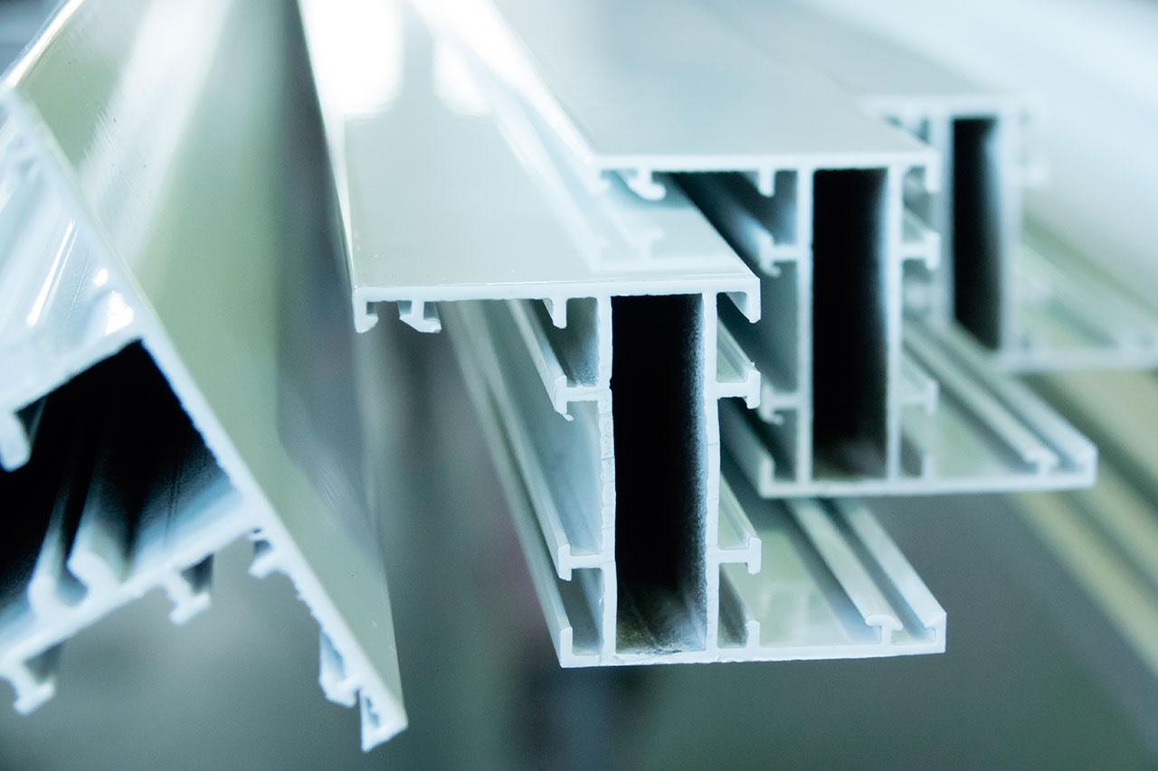 https://0201.nccdn.net/1_2/000/000/105/04c/perfiles-aluminio-1280x853.jpg