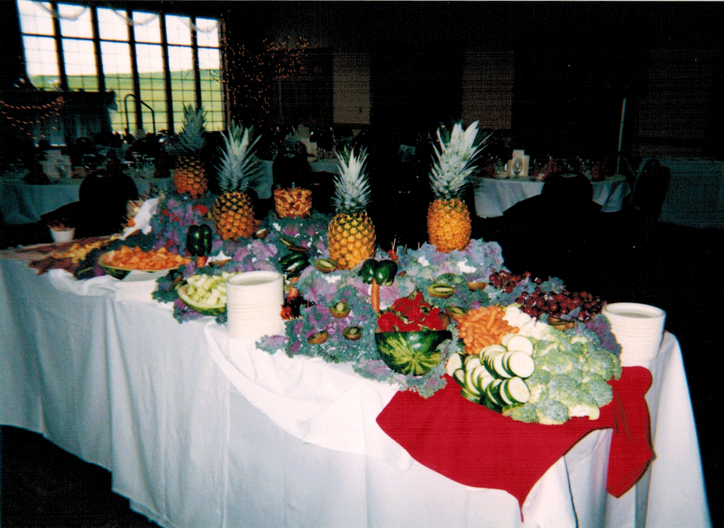 Fruechte Room - luau table 2