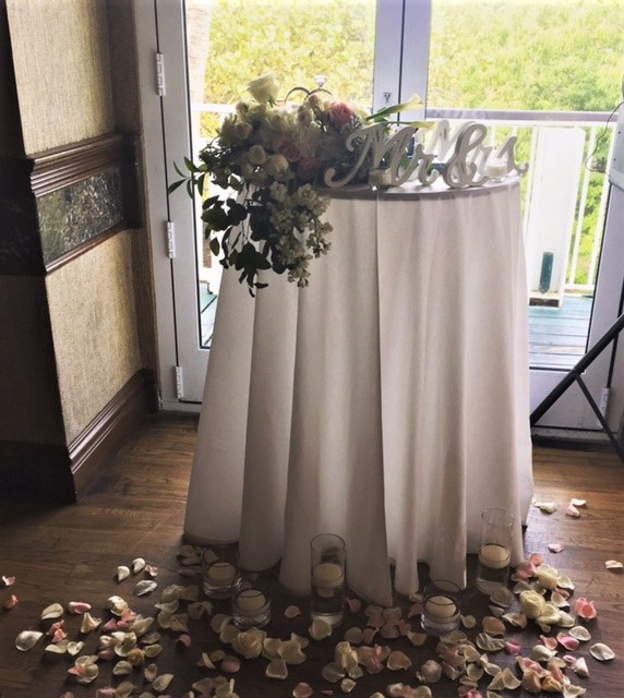 https://0201.nccdn.net/1_2/000/000/106/596/decorative-table.jpg