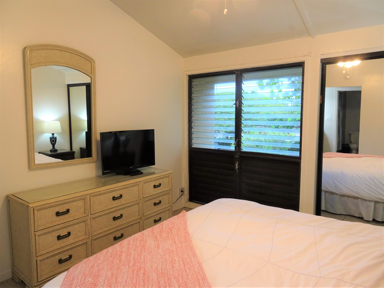 C25 Downstairs bedroom