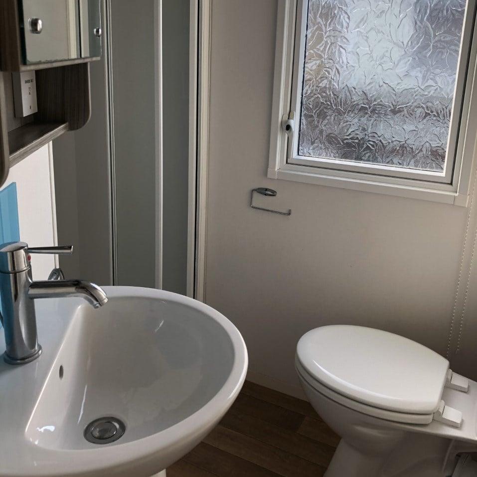 https://0201.nccdn.net/1_2/000/000/10d/0ad/Bathroom-957x957.jpg